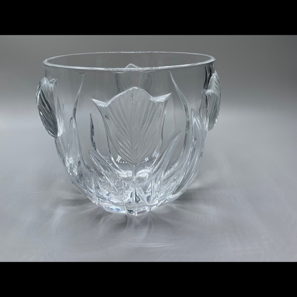 Lead glass bowl with Tulip design